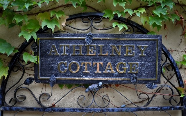 ipic360.com listing search / Athelney Cottage B &amp; B
